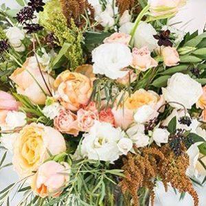 Arrangements unique avec des fleurs et des bougies que vous pouvez apprendre